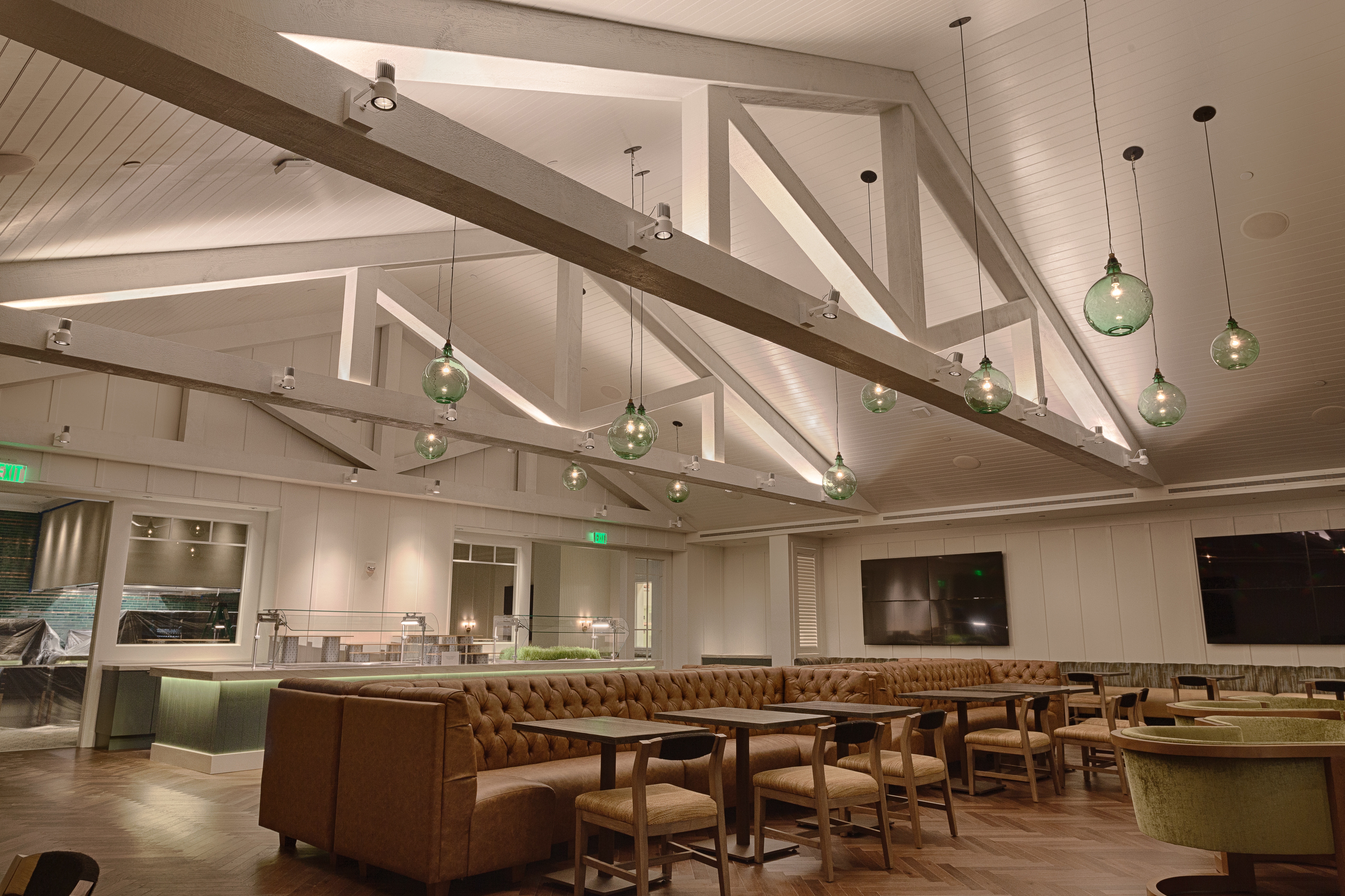exposed wood truss ceiling
